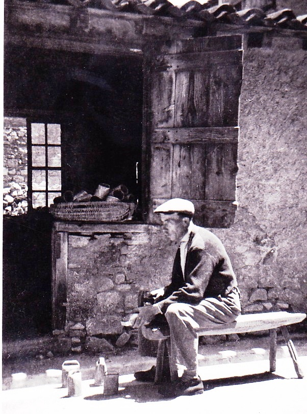 Cette image a un attribut alt vide; le nom du fichier est fabricant-de-cloches-esquelhier-rue-de-la-ville-1.jpg