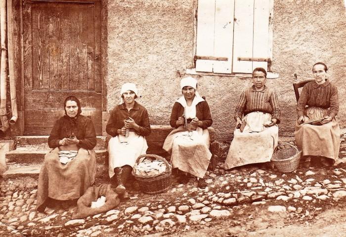Cette image a un attribut alt vide; le nom du fichier est polisseuses-de-peignes-en-bois-barri-damont-1925.jpg